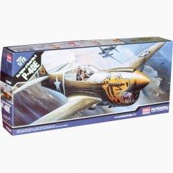 ACADEMY CURTISS P-40E WARHAWK SKALA 1:72 8+