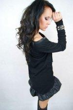 L sukienka czarna falbana skóra