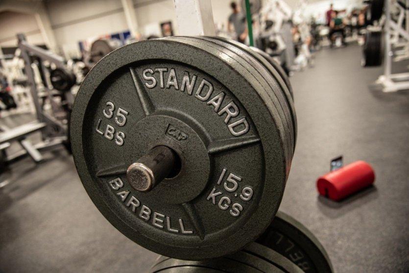Znaczenie suplementacji białka w sportach siłowych