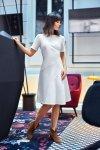 B105 Sukienka lekko rozkloszowana z godetem - ecru