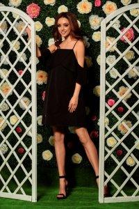 Modna sukienka z odkrytymi ramionami L256 czarny
