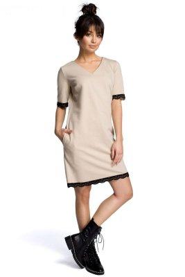 B077 Sukienka z koronką beżowa