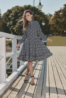 Wyjątkowa sukienka z efektownym wykończeniem L269 kropki
