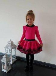 Princeska sukienka ciemno różowa fuksja z kołnierzykiem i koronką 92 - 140
