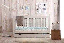 4 in 1 SET | Babybett/Kinderbett 140 x 70 cm MONO | mit Bettschublade, Lattenrost & Rausfallschutz | weiß