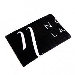 Die Decken mit dem Logo Noble Lashes.