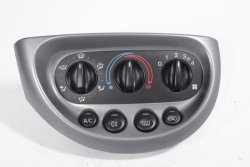 Panel nawiewu klimatyzacji Ford KA 2003