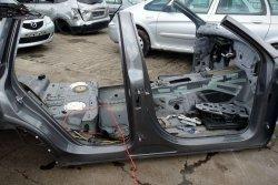 Próg prawy Volkswagen Touareg 7P 2012 (Kod lakieru: LM7W)