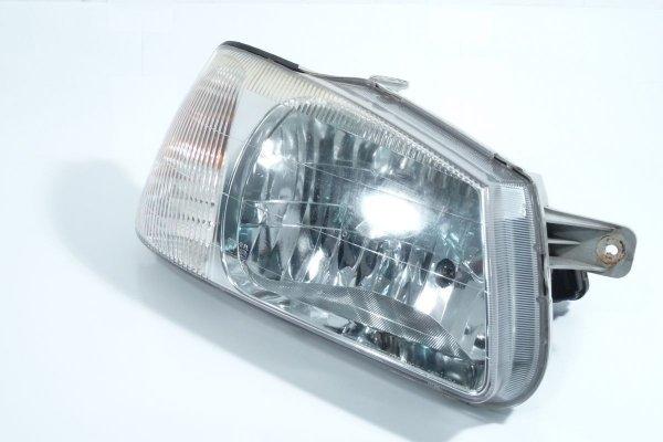 Reflektor prawy przód Hyundai Accent 2002 Hatchback 3-drzwi