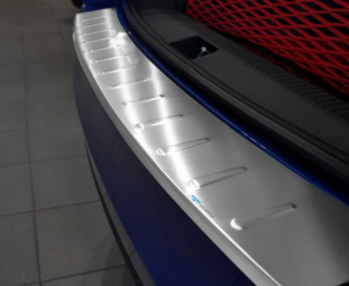 VW GOLF VI 3D 5D HATCHBACK 2008-2012 / POLO V SEDAN od 2009 Nakładka na zderzak z zagięciem tłoczona (stal)