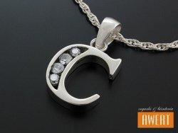 Literka C wisiorek srebrny z cyrkoniami