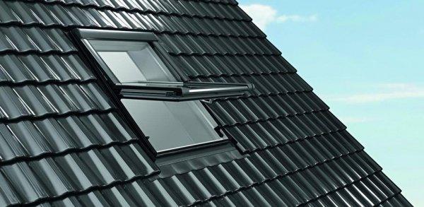 Dachfenster Roto Designo R68C K blueLine Comfort Schwingfenster aus Kunststoff  mit Wärmedämmblock