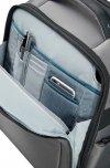 Plecak posiada z przodu kieszeń na małe akcesoria