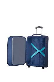 Bagaż wewnątrz posiada pasy spinające ubrania oraz kieszeń zapinaną na suwak. Walizka posiada zamek szyfrowy