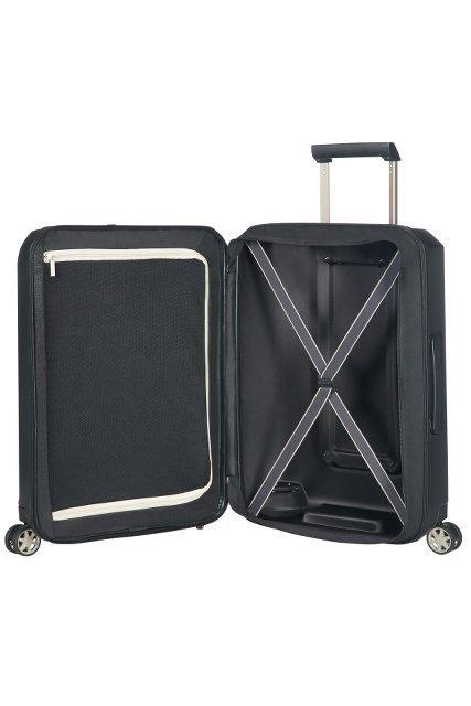 Bagaż posiada dwie komory. Jedna zamykana na suwak, druga z pajączkiem uniemożliwiającym przesuwanie się ubrań