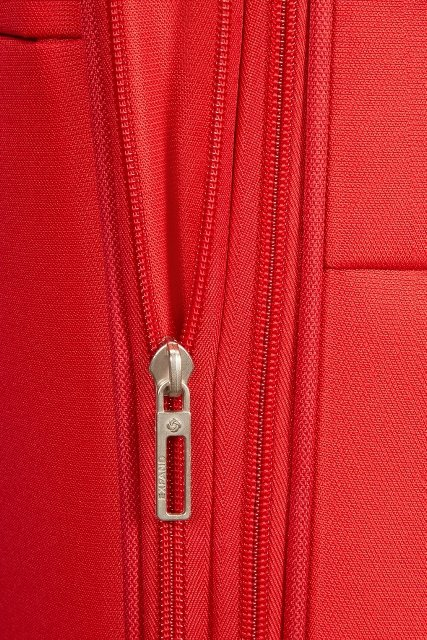 Bagaż posiada zamek zwiększający objętość bagażu