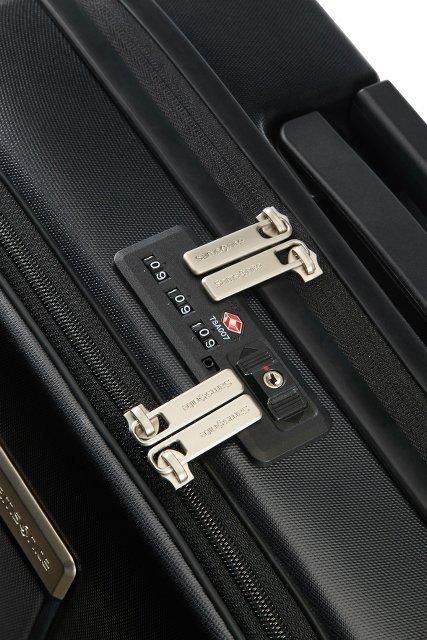 Bagaż posiada podwójny zamek szyfrowy na główną komore i na zewnętrzną kieszeń na laptopa