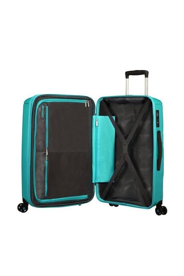 Bagaż wewnątrz posiada dwie komory do pakowania. Jedna komora zapinana na suwak, druga z pasami krzyzowymi do przytrzymania ubrań