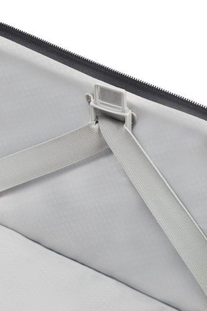 Bagaż posiada mocowania na pasy spinaące podczas pakowania, co umożliwia wygodne i szybkie pakowanie