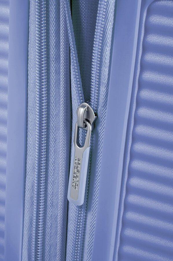 Walizka posiada dodatkowy suwak, który umożliwia zwiększenie objętości walizki