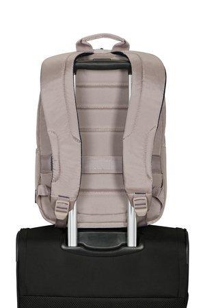 Plecak posiada pas umożliwiający nałożenie go na stelaż bagażu