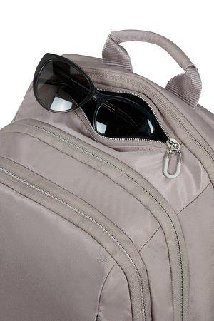 Plecak posiada kieszeń na okulary lub klucze