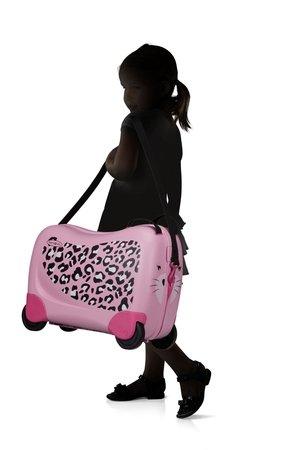 Bagaż posiada siedzisko, na którym dziecko może usiąść i przemieszczać sie jeżdżąc. Bagaż posiada pasek którym można spiąć dodatkowo walizkę, może służyć do noszenia na ramieniu lub do prowadzenia bagażu