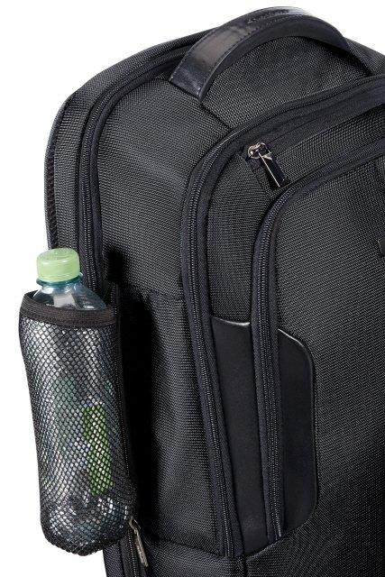 Plecak posiada zintegrowana siatkę na butelke z wodą