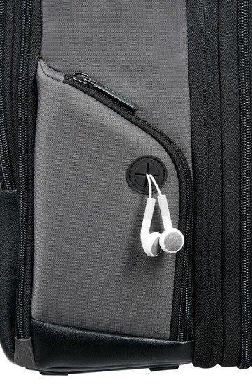 Plecak posiada wygodne przejścia na kable