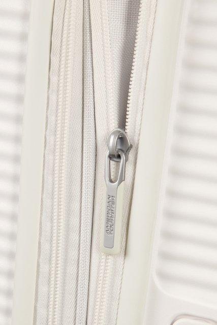 Bagaż posiada dodatkowy suwak, dzięki króremu możemy zwiększyć objętość bagażu