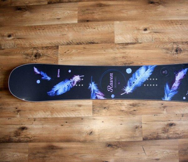 Deska snowboardowa Raven Mia Black 2020