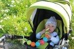 Zabawki do wózka dziecięcego – jakie warto mieć?