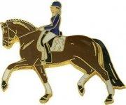 Znaczek ozdobny 38 - gniady koń ujeżdżeniowy w kłusie