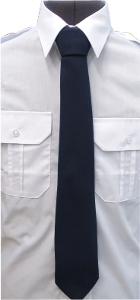 krawat koloru granatowego