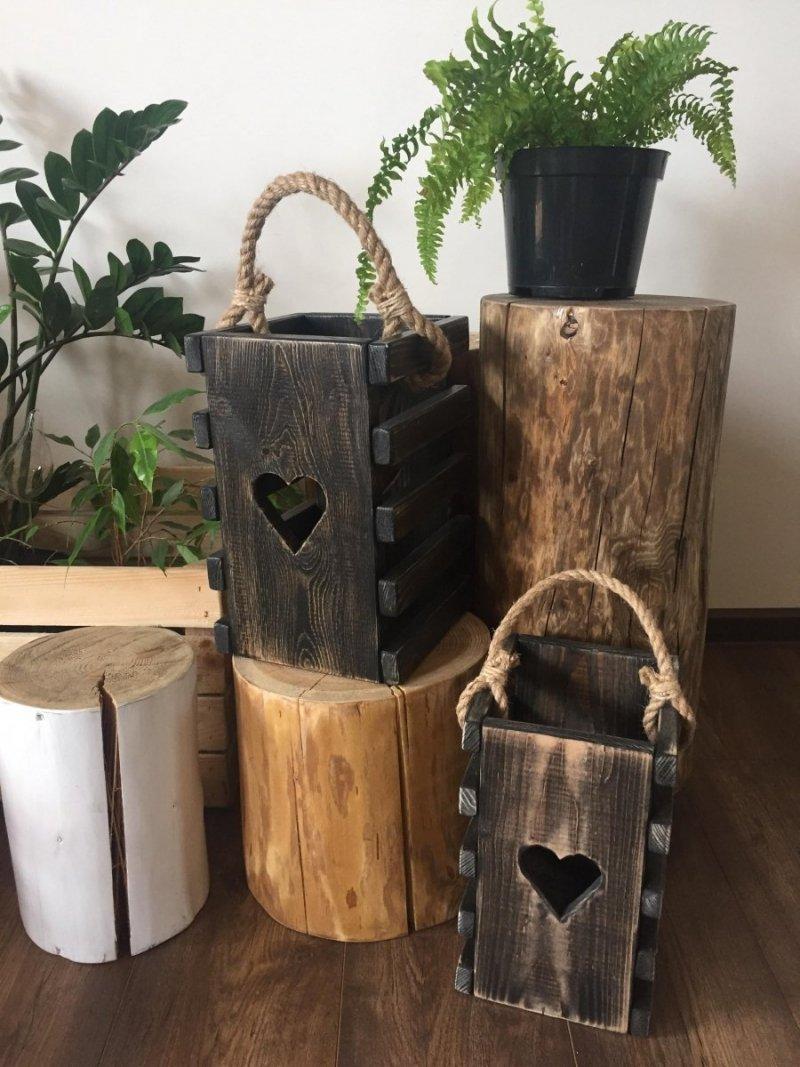 Drewniana latarnia czarna z sercem
