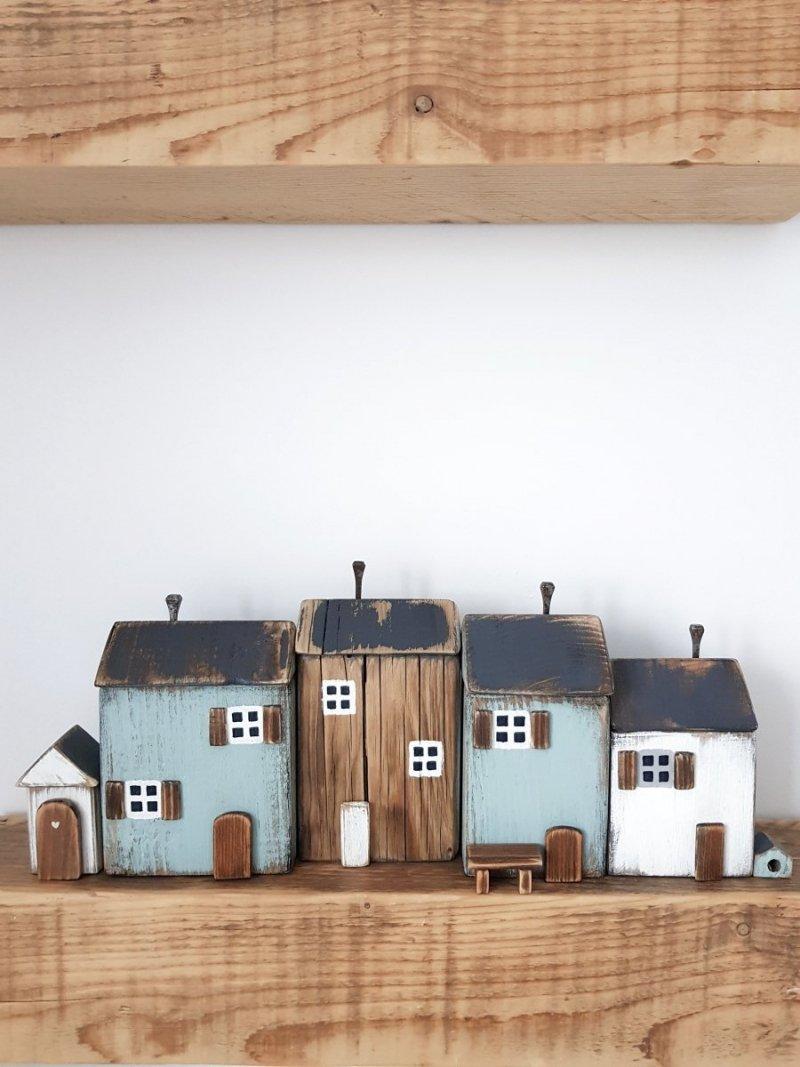 Drewniana dostawka do domku biała