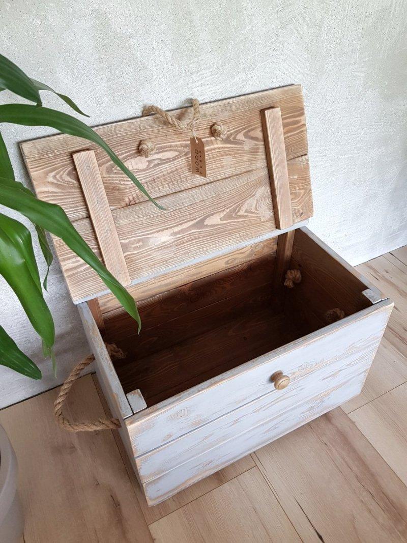 Drewniana skrzynia szara