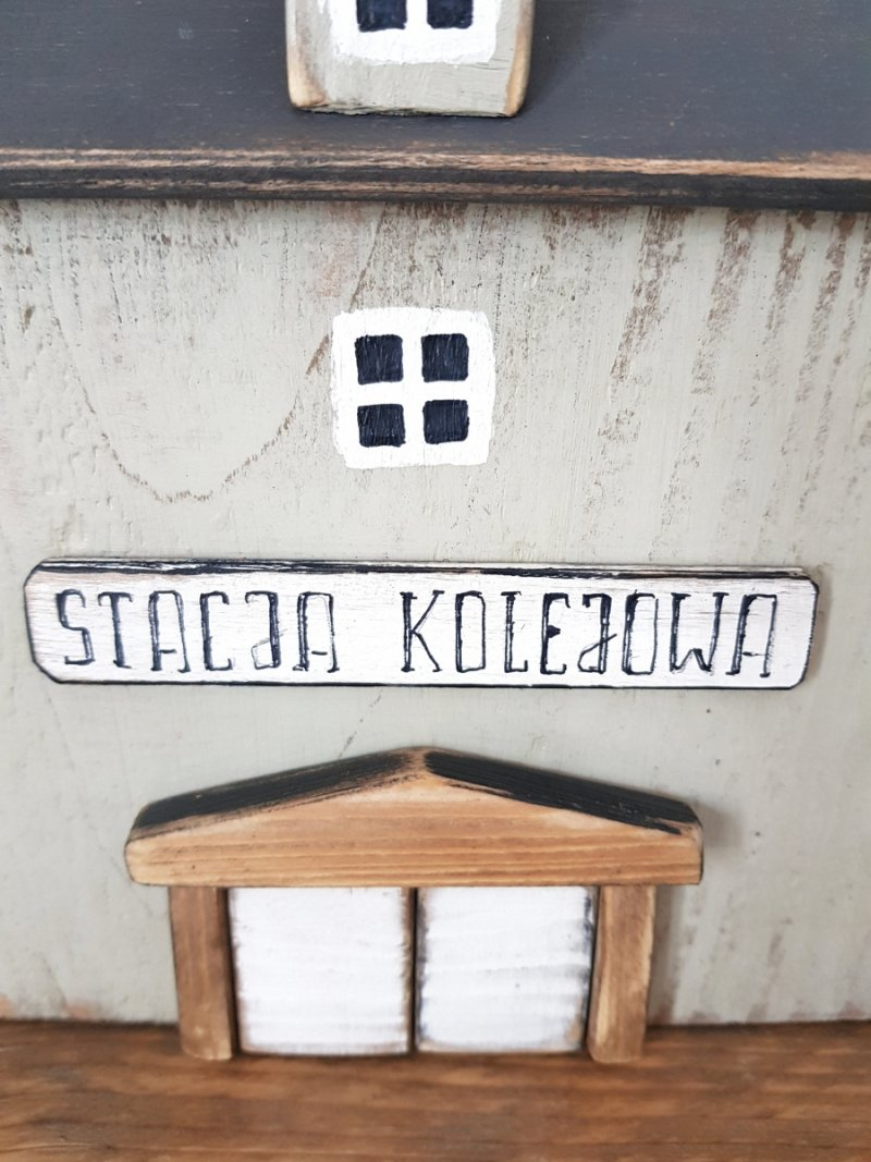Drewniany domek stacja kolejowa