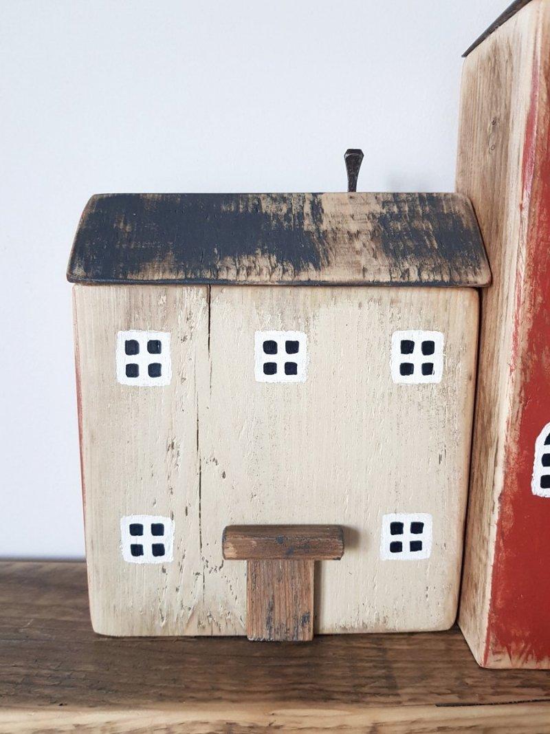 Drewniany domek beż/czerwony