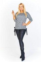 Melanżowy sweter w grochy z rękawem 3/4 oraz ozdobnymi kokardkami po bokach
