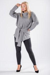 oversize'owy sweter z golfem i wiązaniem w pasie