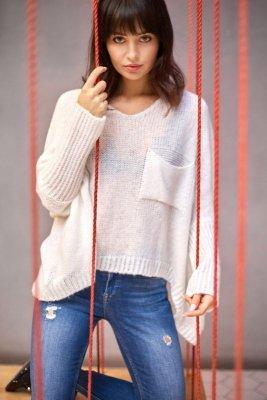 BK018 Luźny sweter z kieszenią - ecru