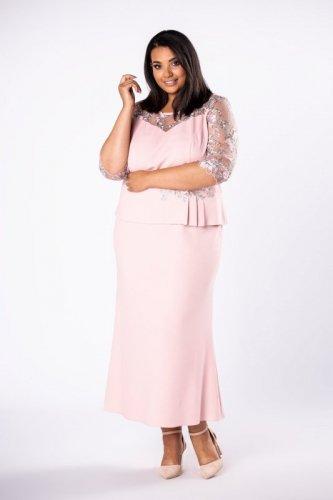 elegancka sukienka maxi z koronkowymi rękawami i a'la baskinką
