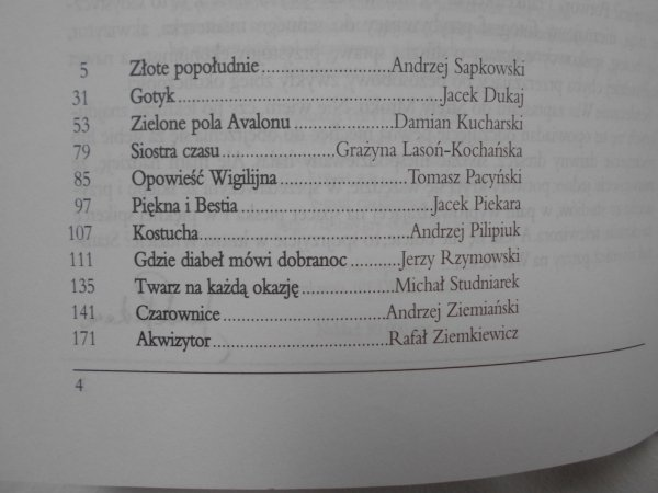Strefa mroku. Jedenastu Apostołów Grozy • Sapkowski, Dukaj, Pilipiuk, Piekara, Ziemiański, Ziemkiewicz i inni...