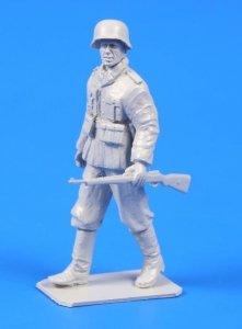 CMK 48303 German WWII Soldier with mauser 98 Rifle 1/48