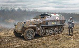 Italeri 7077 Sd.Kfz. 251/8 AMBULANCE 1/72