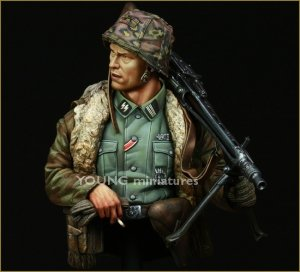 Young Miniatures YM1822 Waffen SS MG-42 Gunner Ardennes 1944 1/10
