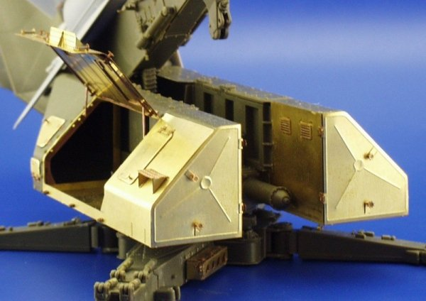 Eduard 35695 SA-2 Missile on launcher 1/35 Trumpeter
