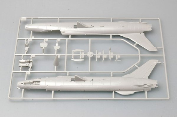 Trumpeter 01617 F-105D Thunderchief (1:72)