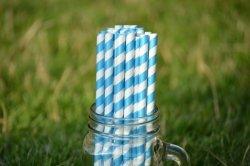 Ekologiczne słomki z papieru PREMIUM 8 mm x 197mm w niebieskie paski